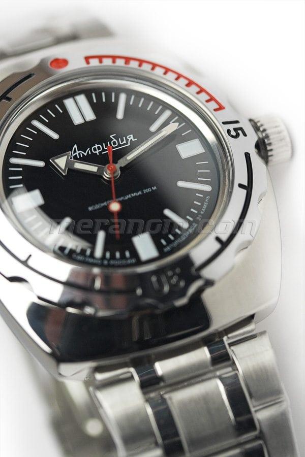 Diver hasta 300 2415-090916-Amphibian-Art1-max-900